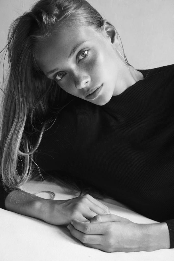 Dancing With Kyona Van Santen - Elite Model Look